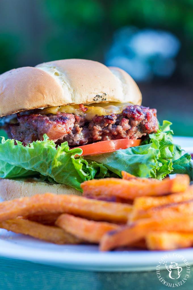 Bacon Gouda Burgers   Catz in the Kitchen   catzinthekitchen.com   #recipe #burgers #gouda #grilling