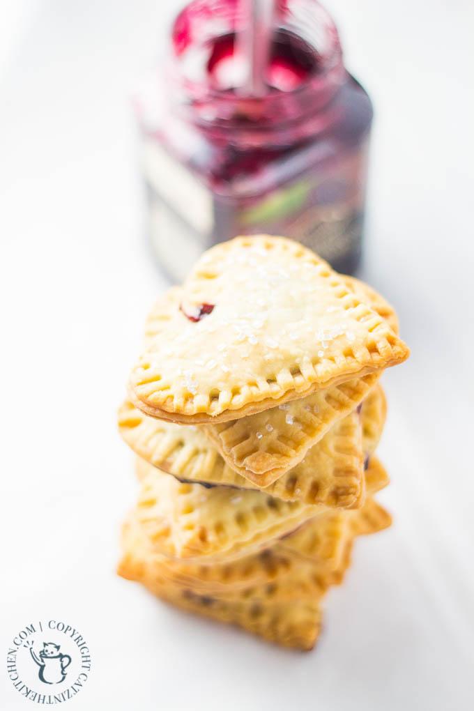 Mini Blackberry Lime Empanadas | Catz in the Kitchen | catzinthekitchen.com | #berries #jam #oregon #desserts #empanadas