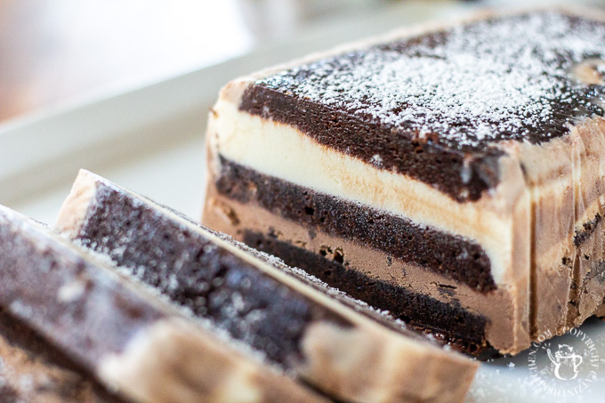 Ice cream cake is usually a store-bought extravagance, but with this simple, elegant recipe for brownie ice cream cake, you can make it yourself!