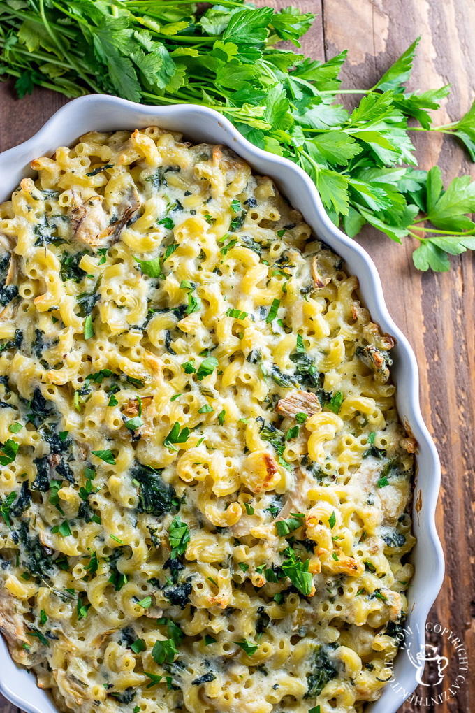 Trying find a way to satisfy both thecarnivoresand vegetarians at your table? We think this Spinach Artichoke Mac and Cheese will do the trick!